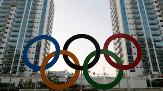 Đầu bếp Olympic nấu thức ăn thừa cho người nghèo Brazil - ảnh 1