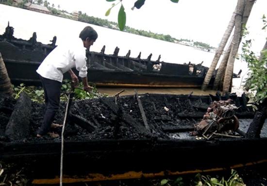 13 tàu du lịch trên sông Tiền bị cháy rụi - ảnh 1