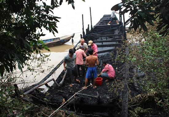 13 tàu du lịch trên sông Tiền bị cháy rụi - ảnh 2