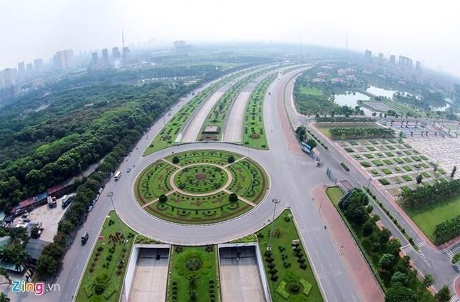 Hà Nội chi 53 tỷ đồng để cắt cỏ 24 km đại lộ Thăng Long - ảnh 1