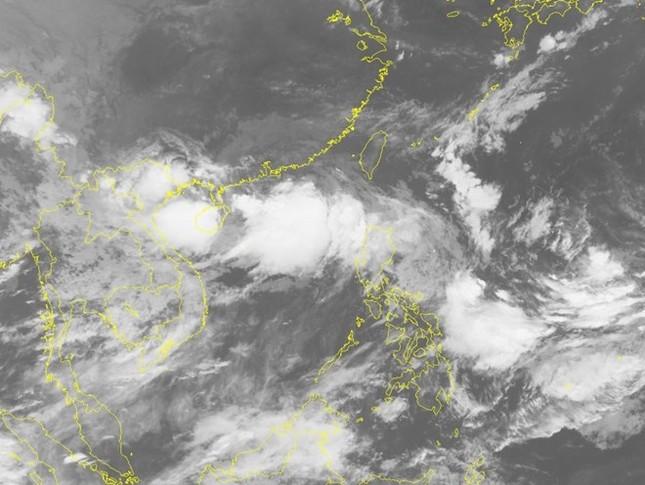 Chuyên gia khí tượng nói về áp thấp 'sinh đôi' trên Biển Đông - ảnh 2