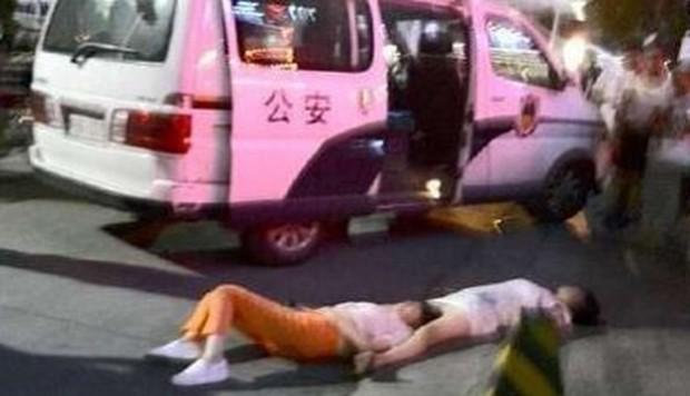 Hai phụ nữ Trung Quốc ngất xỉu vì cãi nhau liên tục 8 tiếng - ảnh 1