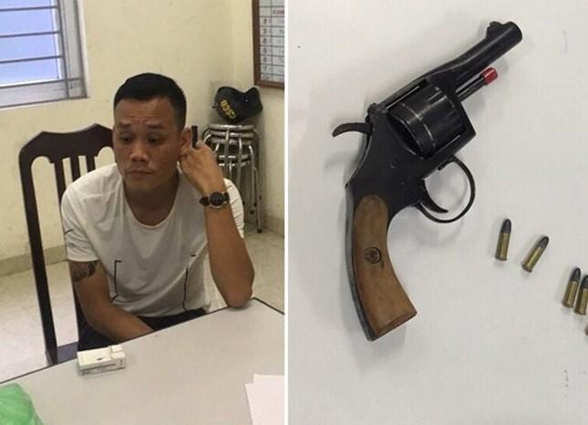 Hà Nội: Mang súng đi đòi nợ, gặp cảnh sát cơ động 'đi tuần ngày' - ảnh 1