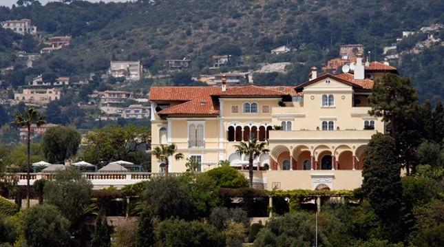 Biệt thự xây dựng năm 1830 được rao bán với giá 1 tỷ euro - ảnh 1