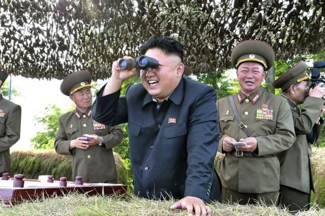 Kim Jong-Un ca ngợi vụ phóng tên lửa từ tàu ngầm - ảnh 1