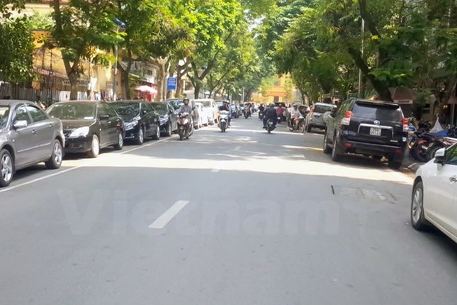 Hà Nội chỉ tập trung lo làm đường mà bỏ quên quy hoạch điểm đỗ xe - ảnh 1