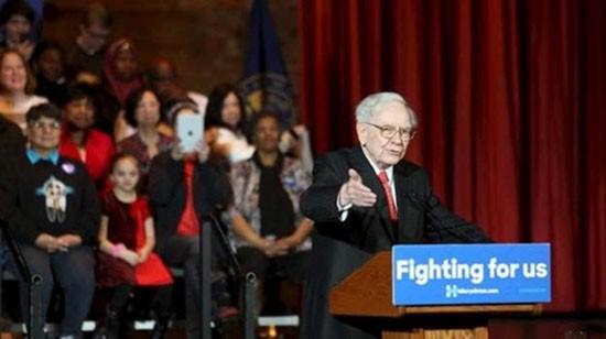 Warren Buffett thách Donald Trump công khai thuế - ảnh 1
