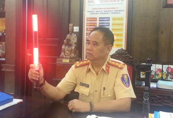 Cảnh sát giao thông Hà Nội có trang phục, gậy chỉ huy đặc biệt - ảnh 1