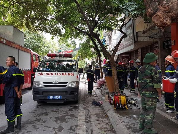 Sập nhà 4 tầng gần phố cổ Hà Nội, 4 người bị vùi lấp - ảnh 5