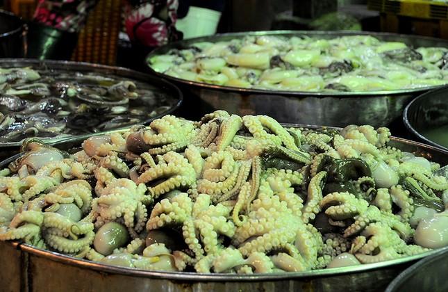 Chợ cá tươi rói ở Sài Gòn chỉ bán vào ban đêm - ảnh 8