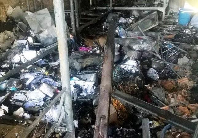 Sau tiếng nổ lớn, ký túc xá sinh viên bốc cháy dữ dội - ảnh 1