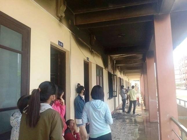 Sau tiếng nổ lớn, ký túc xá sinh viên bốc cháy dữ dội - ảnh 2