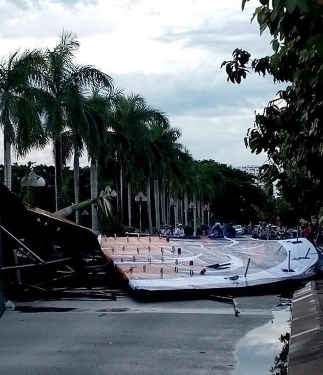 Bức tường Tiger bằng thép đổ sập, ba công nhân bị thương - ảnh 2