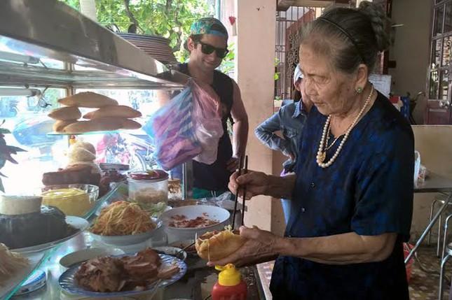 Những cụ ông, cụ bà U90 Việt Nam nổi tiếng thế giới - anh 1