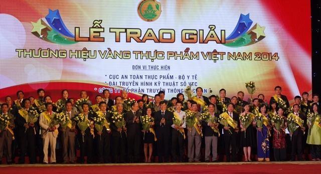 Vinamilk được vinh danh Thương hiệu vàng thực phẩm Việt Nam năm 2014 - anh 1