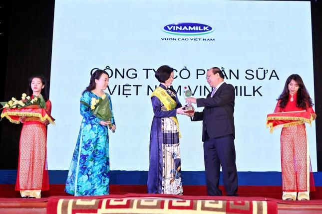 Vinamilk được vinh danh Thương hiệu vàng thực phẩm Việt Nam năm 2014 - anh 2