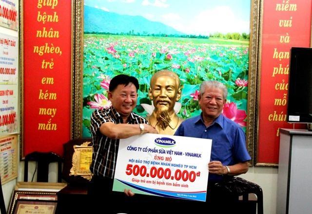 Vinamilk ủng hộ 500 triệu đồng cho trẻ em mổ tim - anh 1