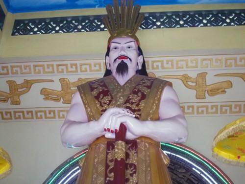 """Cán bộ VH tỉnh Gia Lai nói gì về tượng Vua Hùng """"da trắng, môi đỏ"""" gây tranh cãi? - anh 1"""