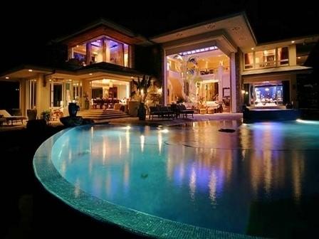 Ngôi nhà của tỷ phú giàu nhất thế giới có gì khác biệt? - anh 1