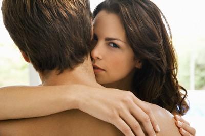 Cẩn trọng với những dấu hiệu ngoại tình trên khuôn mặt nữ giới - anh 1