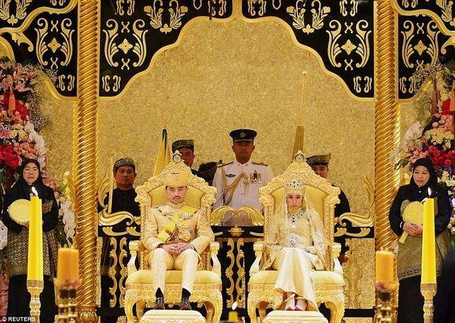 Khám phá cuộc sống giàu sang của Quốc vương giàu nhất thế giới - anh 7