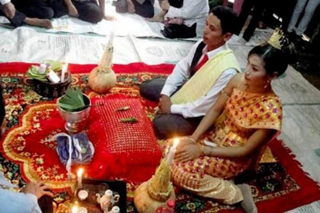 """Tục """"Ăn trầu thăm dò ý tứ"""" trước lễ cưới của đồng bào Khmer - anh 2"""