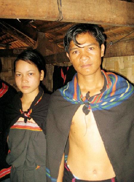 Lạ lùng tục con gái lên rừng đốn củi để... bắt chồng ở Kon Tum - anh 2