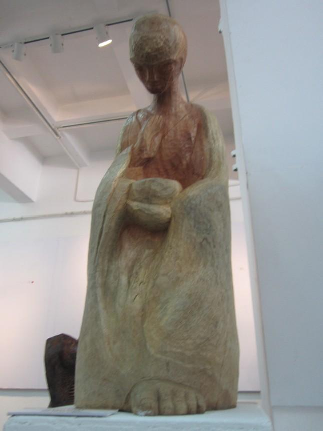 """Nghệ thuật điêu khắc """"tái sinh"""" cây gạo 300 năm tuổi - anh 4"""