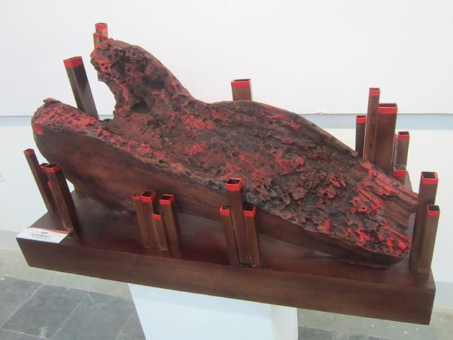 """Nghệ thuật điêu khắc """"tái sinh"""" cây gạo 300 năm tuổi - anh 5"""