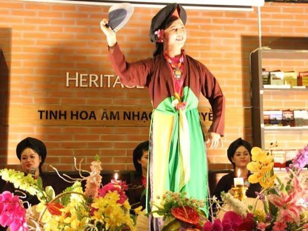 Nghe NSƯT Văn Ty hát Chầu văn để thêm yêu truyền thống - anh 1