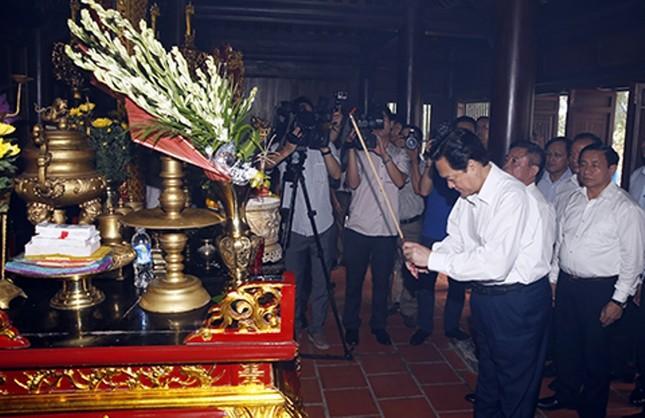Khẳng định ảnh hưởng to lớn của đại thi hào Nguyễn Du với văn chương hiện đại - anh 1