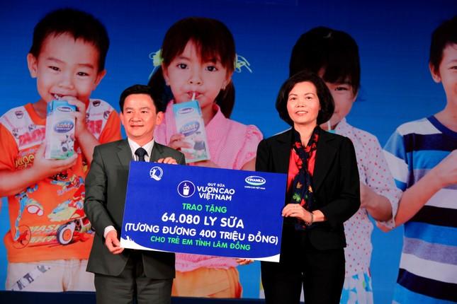 Vinamilk tặng 64.080 ly sữa bổ dưỡng cho trẻ em Lâm Đồng hội rằm Trung thu - anh 2