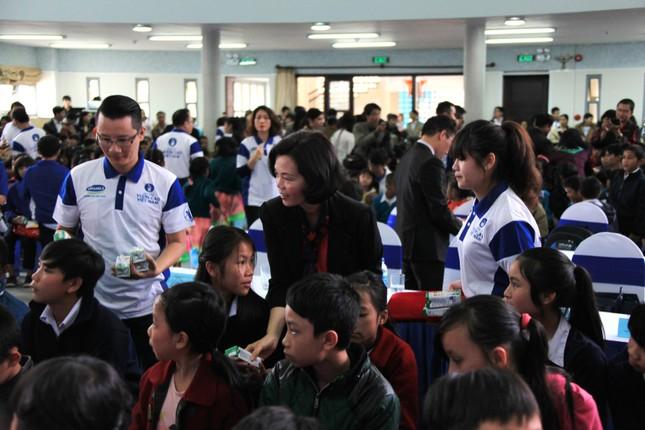 Vinamilk tặng 64.080 ly sữa bổ dưỡng cho trẻ em Lâm Đồng hội rằm Trung thu - anh 3