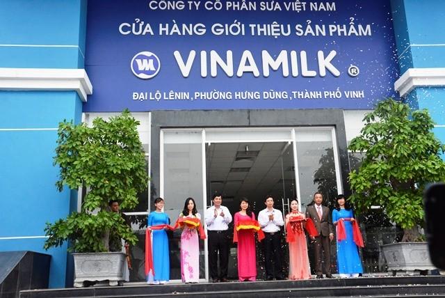 """Vinamilk khai trương điểm bán hàng """"Tự hào hàng Việt Nam"""" tại Nghệ An - anh 1"""