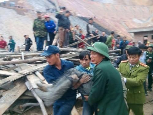 Sập giàn giáo cây xăng ở Hà Tĩnh: Nhiều công nhân chưa hết hoảng sợ - ảnh 2