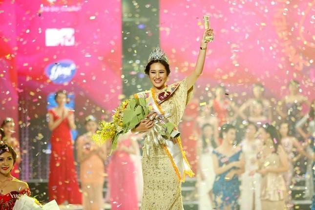 Nữ sinh ĐH Hà Nội đăng quang Hoa khôi Nữ sinh viên duyên dáng 2015