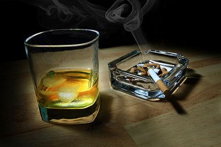 Điều gì khiến con người khó từ bỏ được rượu bia, thuốc lá? - ảnh 2