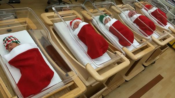 Ngắm những hình ảnh đón Giáng sinh cực 'chất' tại các bệnh viện - ảnh 1