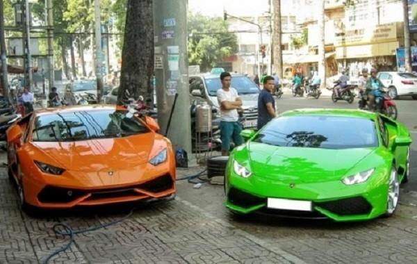 Xôn xao phố Sài Gòn cặp siêu xe Lamborghini bạc tỷ - ảnh 1