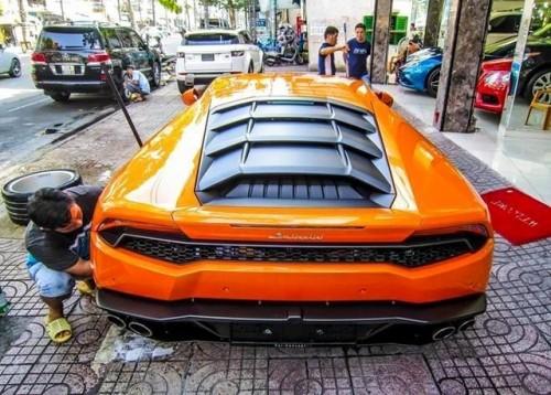 Xôn xao phố Sài Gòn cặp siêu xe Lamborghini bạc tỷ - ảnh 2