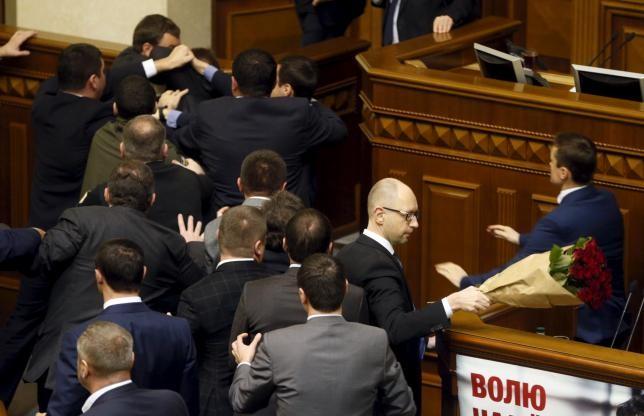 Thủ tướng Ukraine bị nhấc bổng tại phiên họp Quốc hội - ảnh 3