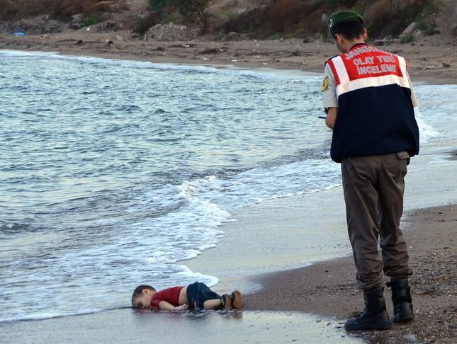 Nhìn lại thế giới năm 2015 qua những bức ảnh ấn tượng nhất - ảnh 12