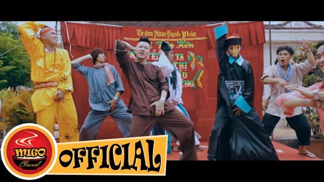 Parody MV Vợ người ta là video hot nhất tại Việt Nam năm 2015 - ảnh 1