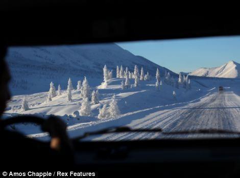 Khám phá cuộc sống tại ngôi làng lạnh nhất thế giới ở Nga - ảnh 12