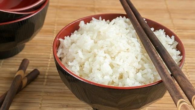 Thực hư  việc ăn cơm nguội hâm nóng gây ung thư? - ảnh 1