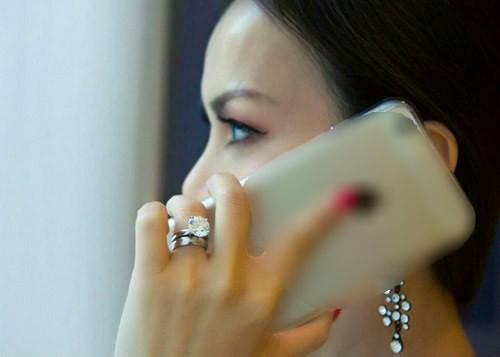 Em gái tỷ phú Cẩm Ly xuất hiện với nhẫn kim cương hơn 20 tỷ - ảnh 2