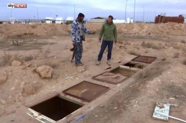 Khung cảnh đáng sợ bên trong nhà tù IS giam giữ nữ tù nhân - ảnh 1