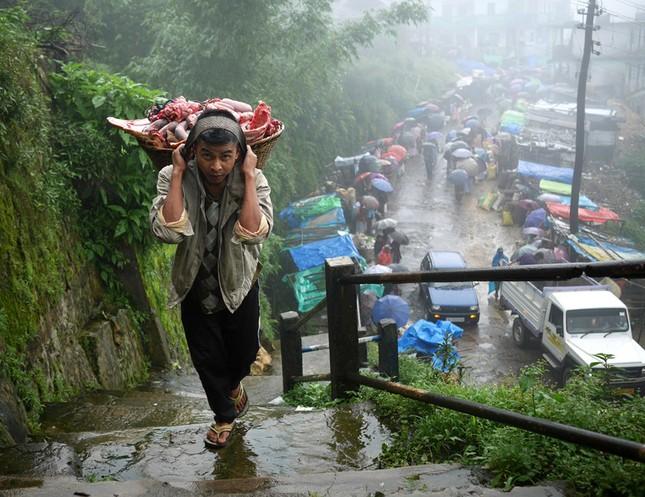 Khám phá cuộc sống ở ngôi làng mưa nhiều nhất hành tinh - ảnh 5