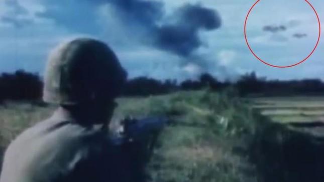 UFO có thể đã xuất hiện trong cuộc ném bom của Nga ở Syria? - ảnh 3