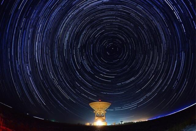 Chùm ảnh mưa sao băng Geminid 2015 huyền ảo trên khắp thế giới - ảnh 8
